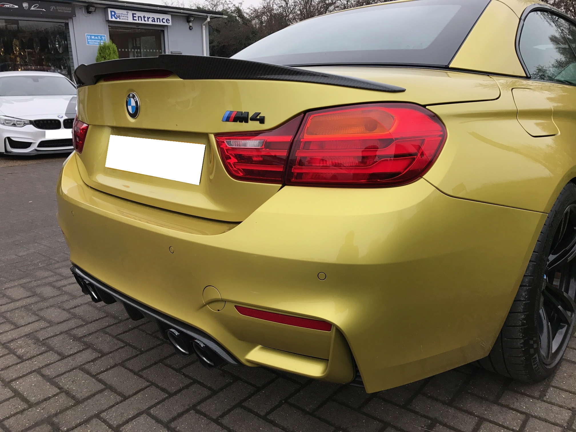 M4 - carbon exterior styling